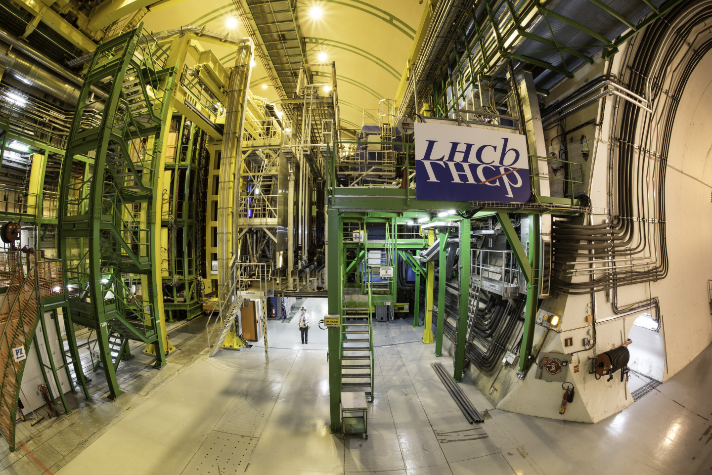 LHCb,CAvern,IP8