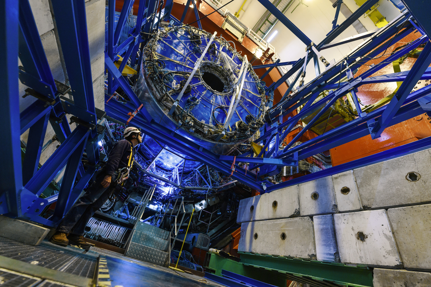 Removal of ALICE Time Projection Chamber during LS2