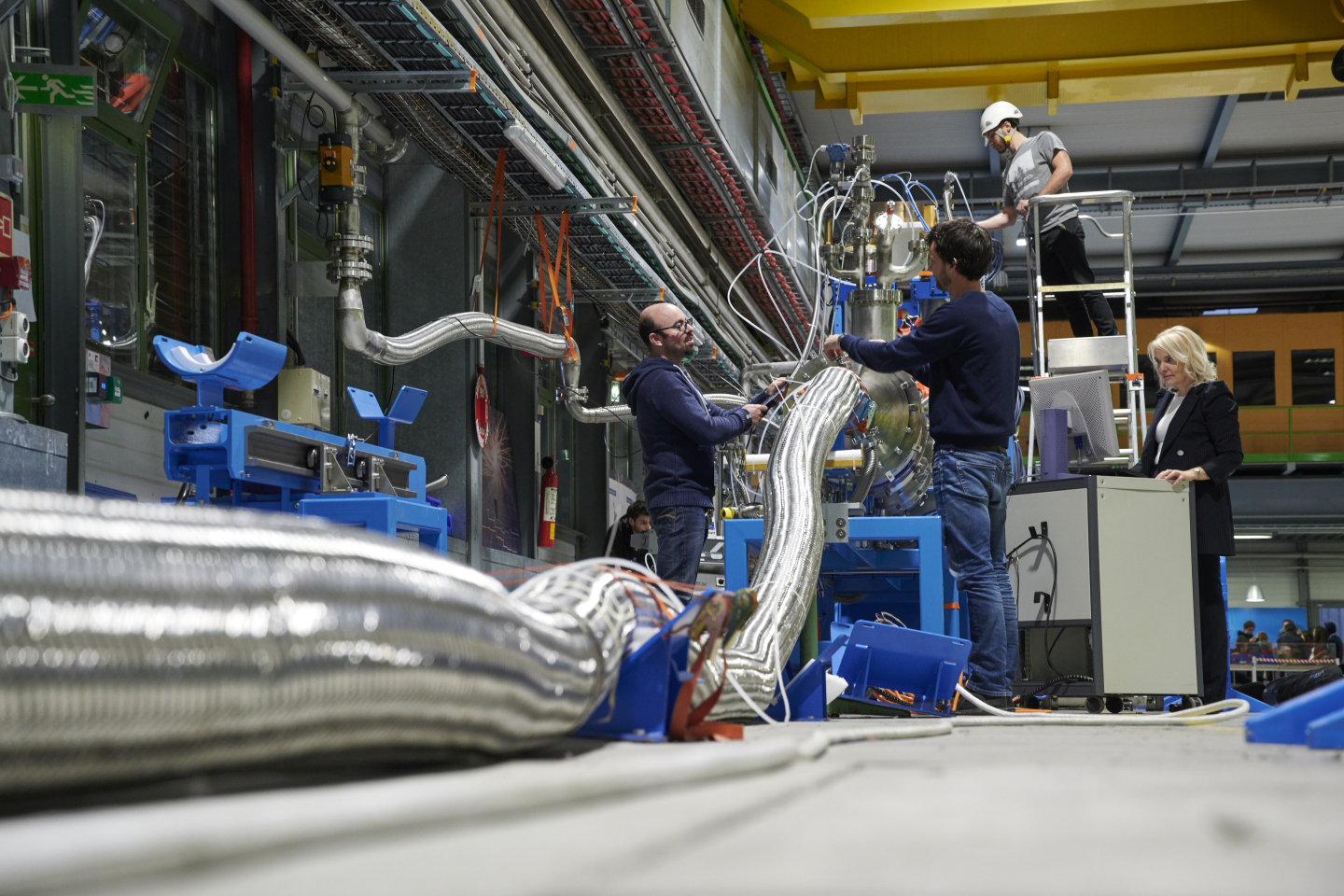 Superconducting link demonstrator system bench for the High-Luminosity LHC in SM18