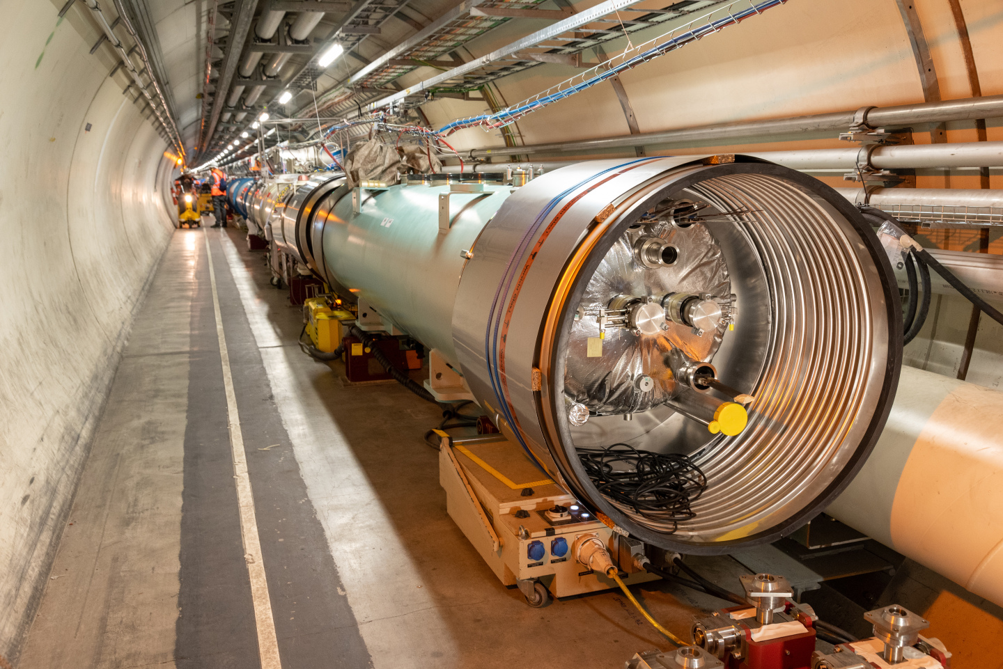 LHC,High-Luminosity LHC,connection,cryostats,bypass,cmi
